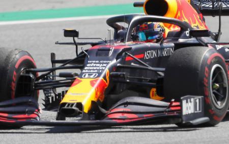 F1オーストリアGPで走行するレッドブル・ホンダのアレクサンダー・アルボン=シュピールベルク(AP=共同)