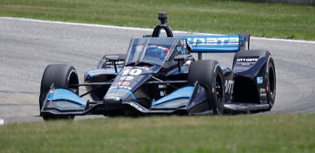 インディカー・シリーズ第4戦、疾走するホンダのフェリックス・ローゼンクビスト=12日、エルクハートレーク(AP=共同)