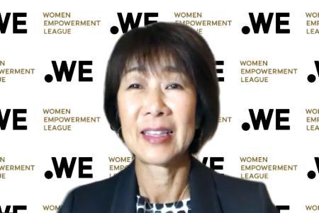 オンラインで記者会見するサッカー女子のプロリーグ「WEリーグ」の代表理事に就任した岡島喜久子氏=13日