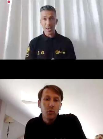 オンラインで記者会見するサッカー元スペイン代表のルイスガルシア氏(上)とメンディエタ氏=13日(共同)