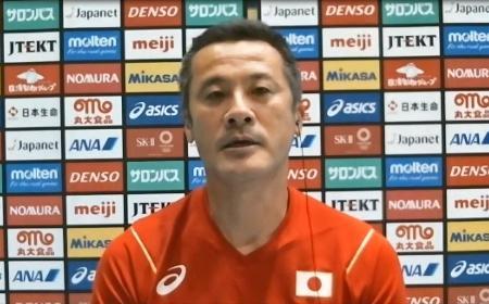 オンラインで取材に応じるバレーボール男子日本代表の中垣内監督=14日