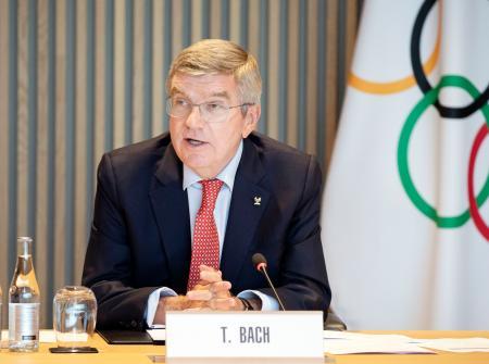 国際オリンピック委員会の理事会に出席したバッハ会長=15日、ローザンヌ(IOC提供・共同)