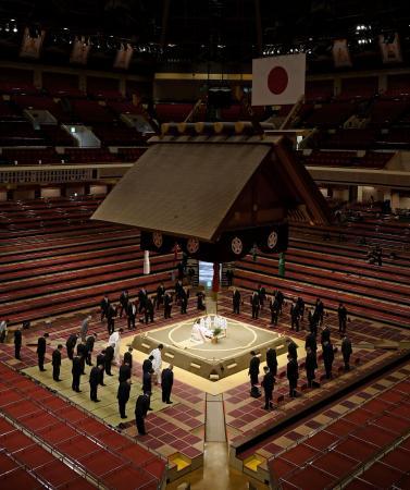 力士が参加せずに行われた大相撲7月場所の土俵祭り。一般客への公開もなかった=18日午前、東京・両国国技館