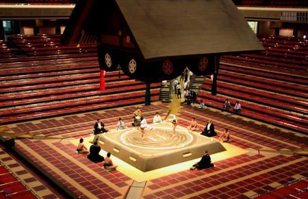 両国国技館で始まった大相撲7月場所初日=19日午前