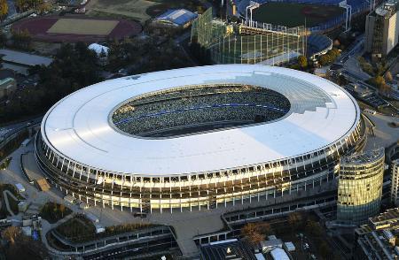 東京五輪・パラリンピックの開閉会式会場となる国立競技場=3月