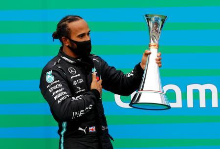 優勝したメルセデスのルイス・ハミルトン(英国)=19日、ブダペスト(ロイター=共同)