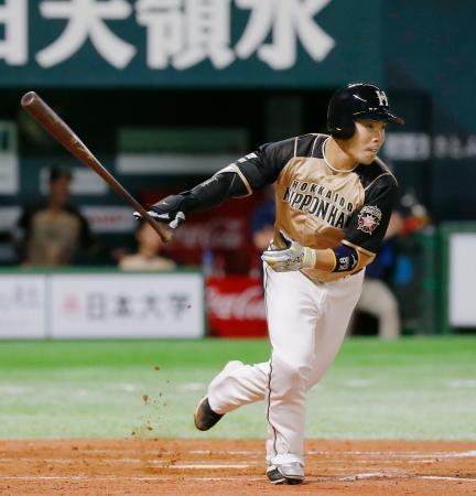 7回日本ハム2死一、三塁、近藤が右前に適時打を放つ=ペイペイドーム