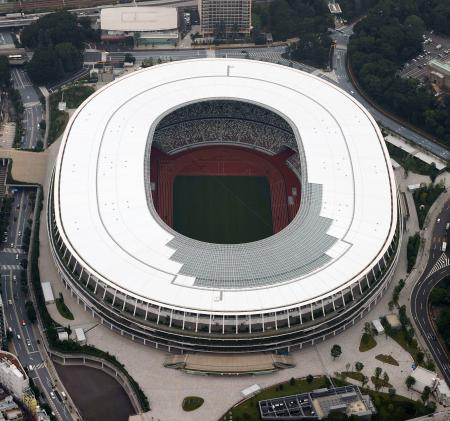 東京五輪のメインスタジアム、国立競技場=21日午後(共同通信社ヘリから)