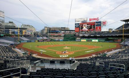 新型コロナウイルス感染拡大の影響で約4カ月遅れで米大リーグが開幕し、ナショナルズ―ヤンキース戦が行われたナショナルズ・パーク=23日、ワシントン(ゲッティ=共同)