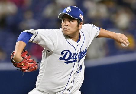 阪神戦の7回に2番手で登板し、1回を無失点で2勝目を挙げた中日・福=ナゴヤドーム