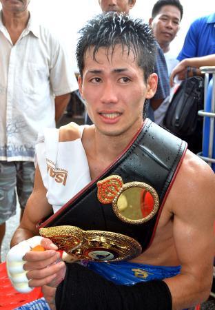 タイのバンコクで行われたWBAフライ級暫定タイトルマッチに勝利した江藤光喜=2013年8月(共同)