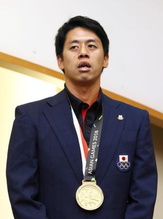 2018年ジャカルタ・アジア大会から帰国し、成田空港で報道陣の取材に応じるホッケー男子の山下学
