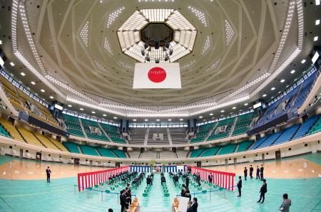 増改修工事が完了し、報道陣に公開された日本武道館の内部=29日午後、東京都千代田区