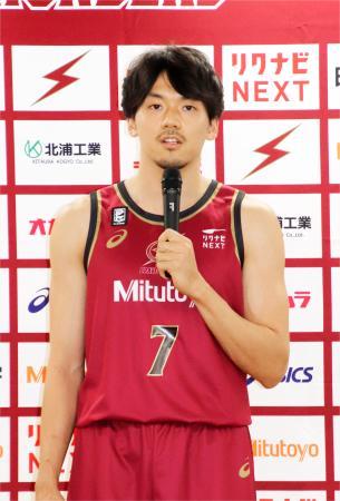 記者会見するバスケットボール男子Bリーグの川崎・篠山=30日午後、川崎市