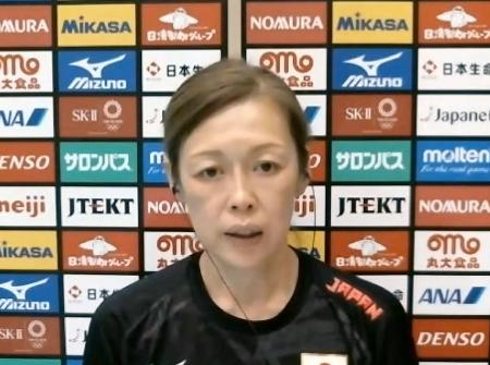 オンラインでの取材に応じるバレーボール女子日本代表の中田久美監督=31日