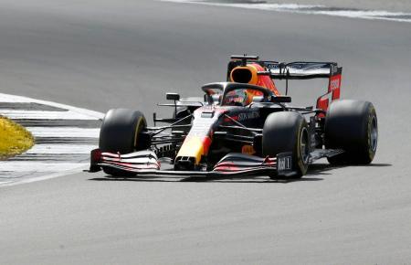 自動車F1英国GPで走行するレッドブル・ホンダのマックス・フェルスタッペン=シルバーストーン(AP=共同)