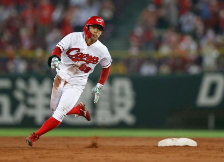 5回広島2死一、二塁、右中間に長打を放ち二塁を回る羽月=マツダ
