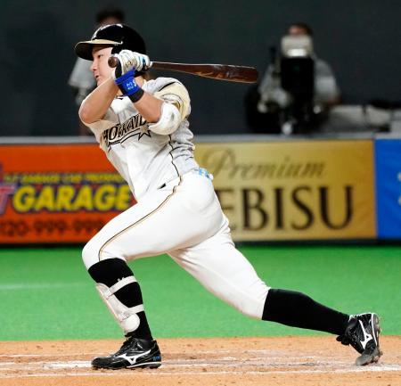7回日本ハム2死満塁、渡辺が左前に逆転の2点打を放つ=札幌ドーム