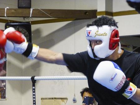 WBOフライ級王座決定戦へ向け、スパーリングを行った中谷潤人=相模原市のM・Tジム