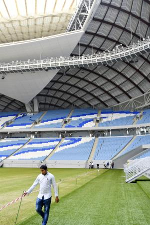 サッカーW杯カタール大会で使用される新スタジアム=2019年10月、ドーハ近郊(共同)