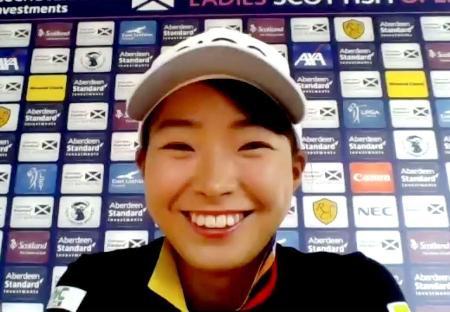 スコットランド・オープンに向けたオンライン記者会見で笑顔を見せる渋野日向子=12日