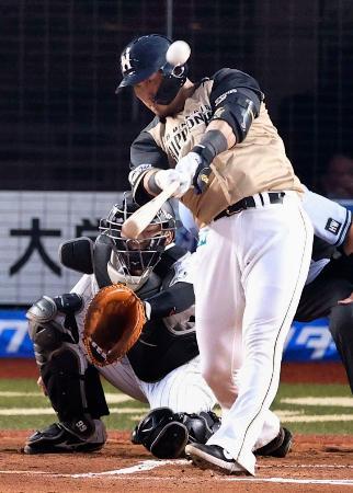 1回日本ハム2死一塁、中田が左越えに先制2ランを放つ=ZOZOマリン