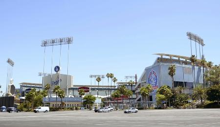 ドジャースタジアムの外観=ロサンゼルス