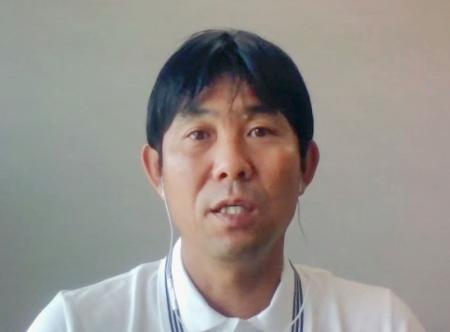 オンラインでの取材に応じるサッカー日本代表の森保一監督=17日午後
