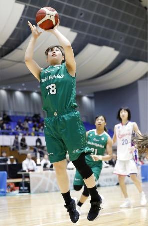 バスケットボールの全日本選手権2次ラウンド最終日、シャンソン化粧品―日立ハイテク戦で、シュートを決める日立ハイテク・北村=2019年12月1日、奥州市総合体育館