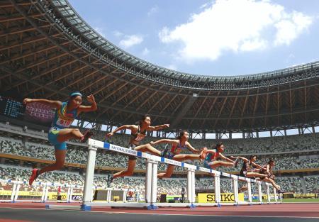 23日に開催される陸上のセイコー・ゴールデングランプリに先立ち、新型コロナウイルスの影響で多くの大会が中止となった小中学生を対象とした競技会「ライジングスター陸上」が22日、東京・国立競技場で行われた。選手たちは五輪の会場となる舞台で鬱憤(うっぷん)を晴らすように躍動した(代表撮影)