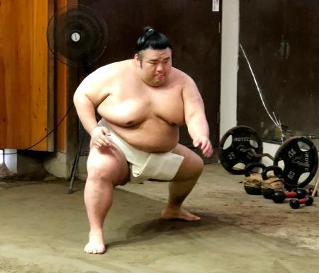 稽古をする貴景勝=25日、東京都台東区の千賀ノ浦部屋(日本相撲協会提供)