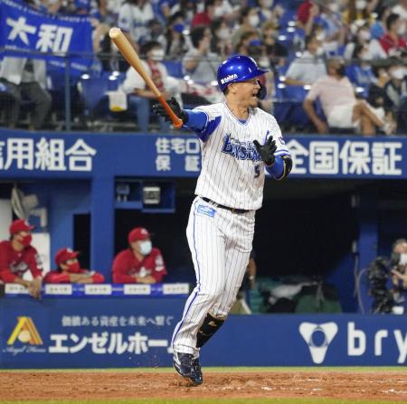 9回DeNA2死一、二塁、大和が中越えにサヨナラ打を放つ=横浜