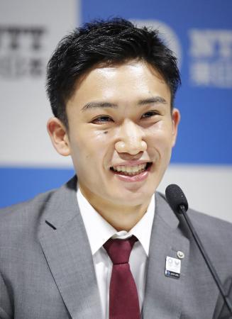交通事故後初めてとなる記者会見で、笑顔を見せるバドミントン男子の桃田賢斗=3月、東京都新宿区