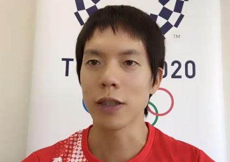 オンラインで取材に応じる陸上男子50キロ競歩の鈴木雄介=28日