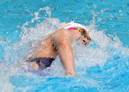 女子50メートル自由形で力泳する池江璃花子=東京辰巳国際水泳場(代表撮影)