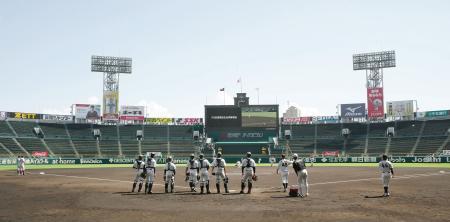 甲子園球場で行われた「プロ志望高校生合同練習会」=29日午後(代表撮影)