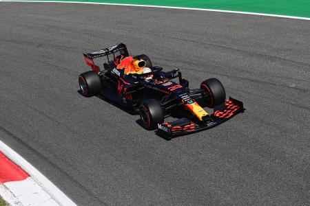 F1イタリアGP予選で走行するレッドブル・ホンダのマックス・フェルスタッペン=5日、モンツァ(AP=共同)