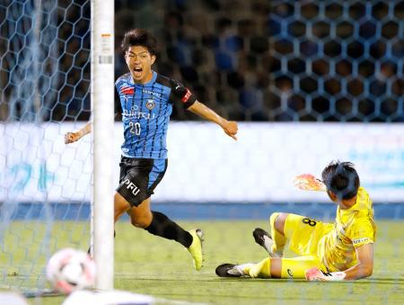川崎―神戸 後半、決勝ゴールを決め、雄たけびを上げる川崎・宮代。GK飯倉=等々力