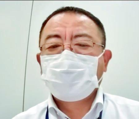 オンラインで記者会見するNPBの井原敦事務局長=12日午後