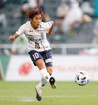 日テレ―INAC神戸 前半、チーム2点目のゴールを決めるINAC神戸・岩渕=西が丘