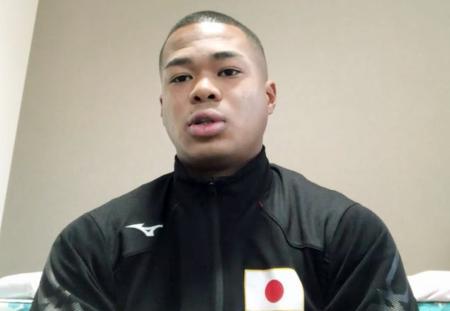 日本ボクシング連盟のオンライン表彰式で東京五輪への意気込みを語る男子ウエルター級代表の岡沢セオン=13日