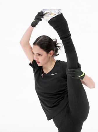 13日に開かれた、フィギュアスケートの新シーズン演技披露会に出場したエフゲニア・メドベージェワ=モスクワ(タス=共同)