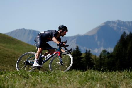 ツール・ド・フランス第18ステージ、疾走するミハウ・クフィアトコフスキ=17日、ラロシュシュルフォロン(ロイター=共同)