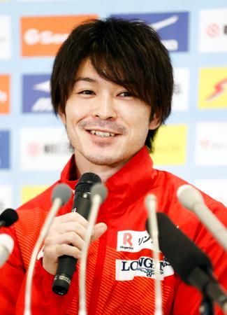 体操の全日本シニア選手権を前に記者会見する内村航平=21日、高崎アリーナ