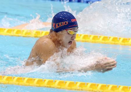 男子100メートル平泳ぎを59秒55の大会新で初制覇した慶大の佐藤翔馬=東京辰巳国際水泳場(代表撮影)
