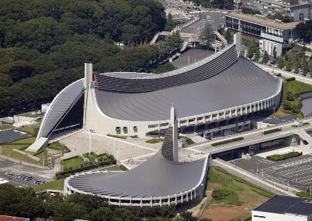 国立代々木競技場の第一体育館(奥)と第二体育館(手前)