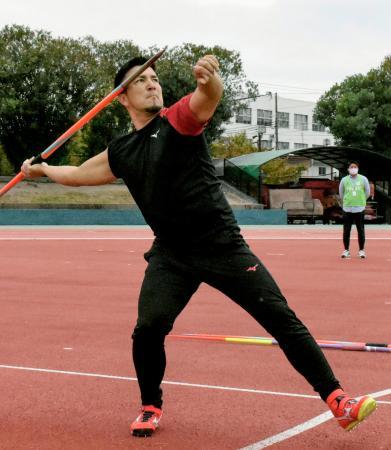 練習を公開した陸上男子やり投げのディーン元気=兵庫県尼崎市