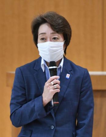 福島県郡山市で行われた、ホストタウンの登録自治体首長との意見交換会であいさつする橋本五輪相=22日