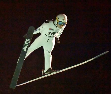 男子ラージヒルで優勝した佐藤幸椰=白馬ジャンプ競技場