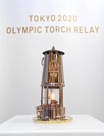 東京五輪の聖火がともるランタン=8月